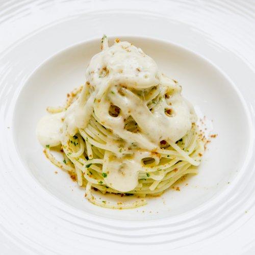 Gli spaghetti trafilati al bronzo con bottarga di lavarello e spuma d'aglio e olio del Sebino di Attilio Bernacchini del ristorante Bella Iseo