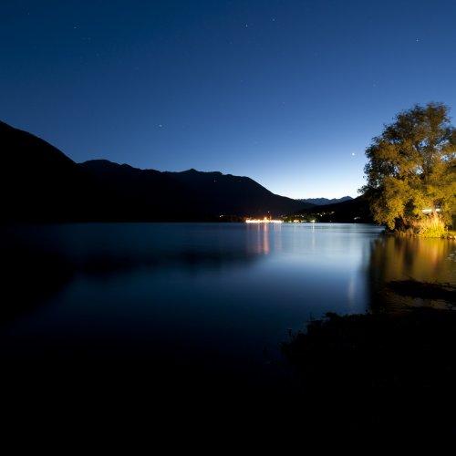 Il lago di Mergozzo by night