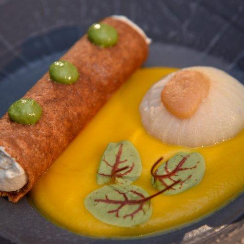 Il cannolo al lavarello con cipolla ripiena e aglio orsino di Mauro Elli
