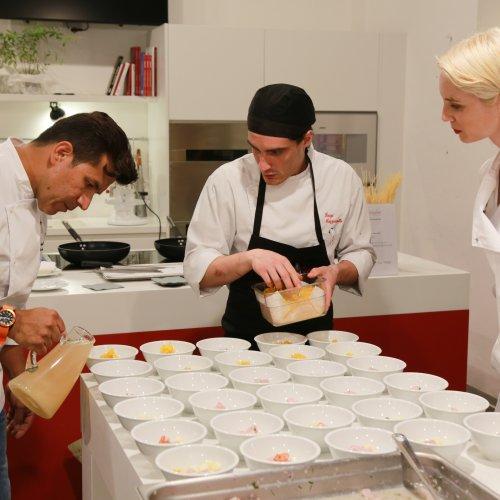 Rafael Rodriguez e Susan Storck in cucina