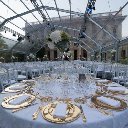 La spettacolare scenografia della cena di gala a Villa Erba