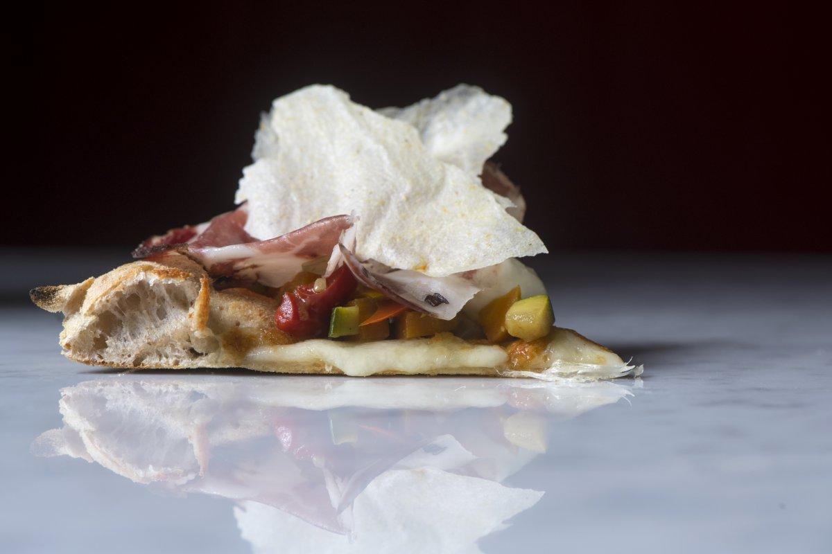 Frighetto Mobili Bassano Del Grappa a bassano, una pizza lungo il fiume