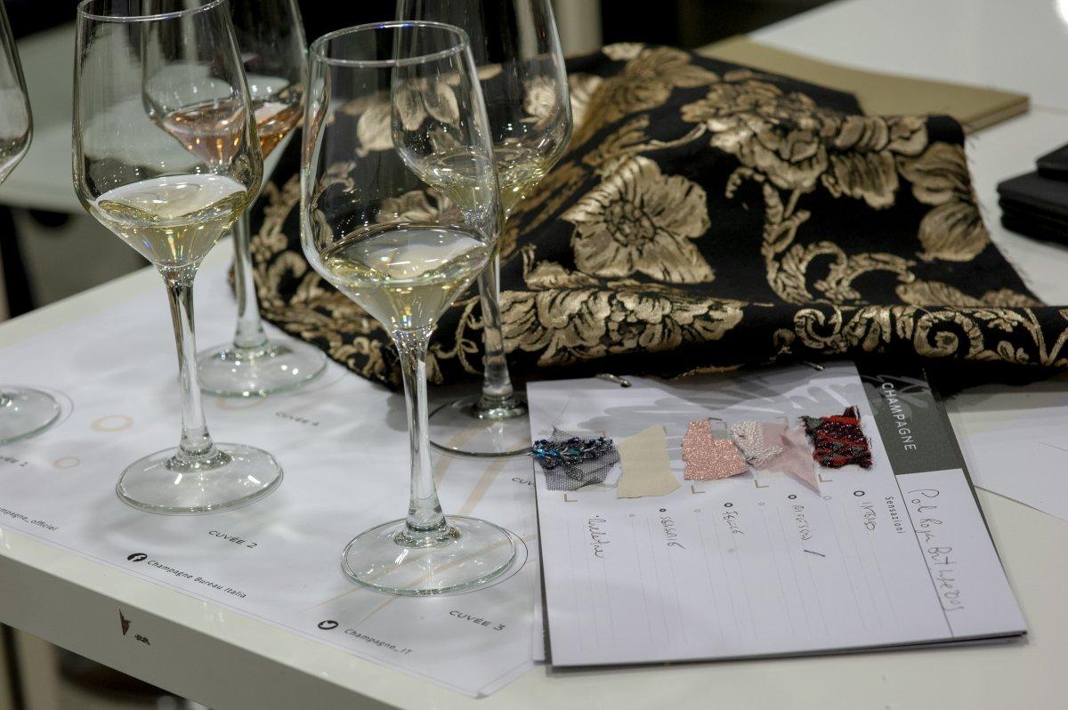 8fdc5a21ae9c E come nella moda si parte da un tessuto per spiegare un vestito